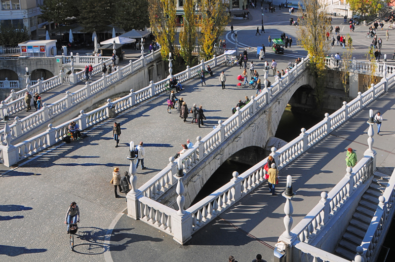 Ljubljana's Tromostovje or the 3 bridges when Sharing is not on the agenda